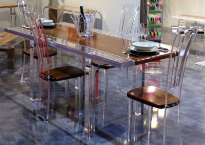 Table-à-diner-en-altuglas-Stripes-cm215x90h801